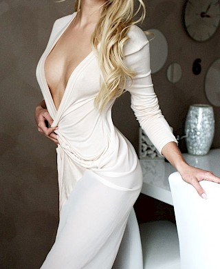 Claire, independent tall blonde high-class luxury escort Escort Düsseldorf